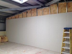 One of the side walls being fully enclosed
